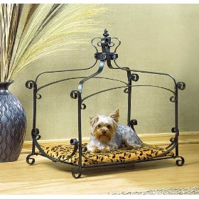 Details On Canopy Bed - see below