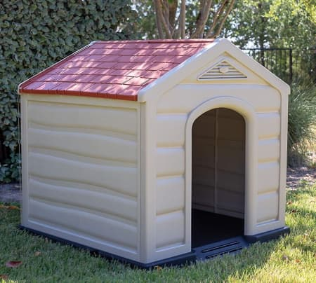 plastic outdoor or indoor doghouse